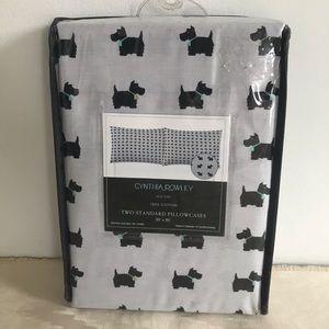 Cynthia Rowley Set of 2 Standard Size Pillowcases Valentine Brooklyn Cats